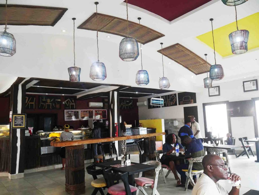 Roots Restaurant and Cafe – The best restaurant in Umuahia?